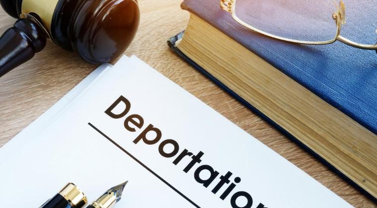 ¿Cuándo debo llamar a un Abogado de Defensa sobre Deportación?